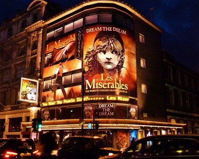 les-miserables-queens-theatre-2009-store.jpg
